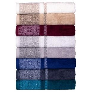 Krémový kúpeľňový ručník so vzorovaným pásom