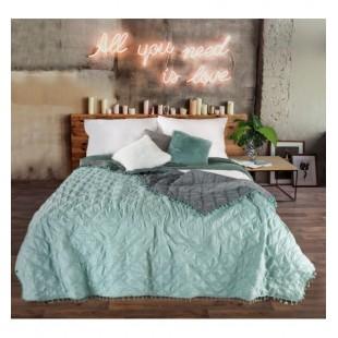 Mentolovo tmavosivý prehoz na posteľ so štvorcovým prešívaním a ozdobným lemom