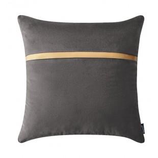 Tmavosivá dekoračná obliečka na vankúš so zlatým pásikom