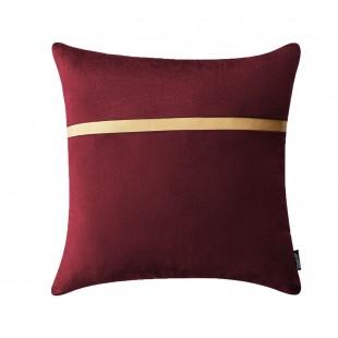 Bordová dekoračná obliečka na vankúš so zlatým pásikom