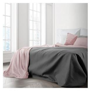 Ružovo tmavosivá obojstranná prikrývka na posteľ so štvorčekovým prešívaním
