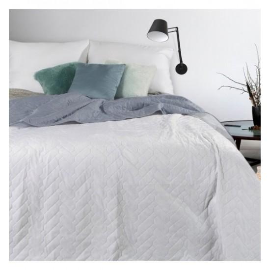 Sivo biely mäkký obojstranný prehoz na posteľ s cik-cak prešívaním