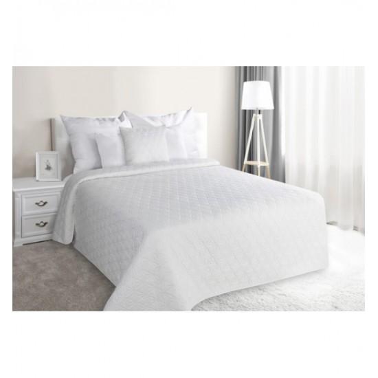 Biely striebornou niťou prešívaný prehoz na posteľ