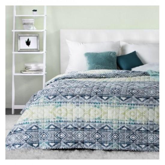 Vzorovaný moderný prehoz na posteľ bielo modro zelenej farby