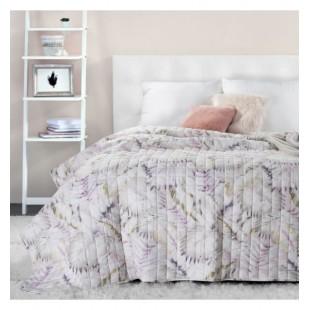 Prešívaný béžovo biely prehoz na posteľ s listovým motívom