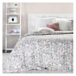 Prešívaný prehoz na posteľ s motívom motýlikov v bielo béžovo ružovo fialovej farbe