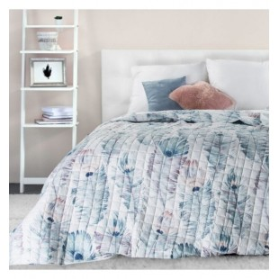 Bielo modrá prešívaná prikrývka na posteľ s motívom pávích pierok