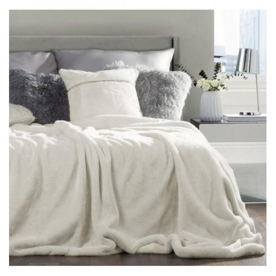 Krémová mäkká kožušinková prikrývka na posteľ
