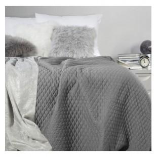 Tmavosivý prehoz na posteľ s geometrickým vzorom prešívania