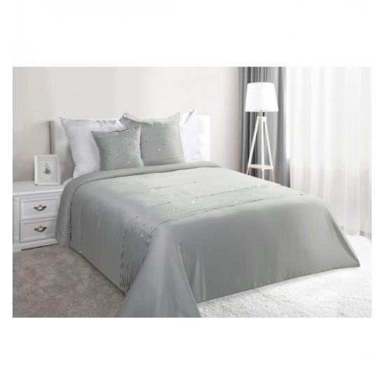 Strieborný elegantný prehoz na posteľ s ozdobnými kamienkami