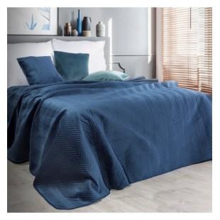 Tmavomodrý zamatový prehoz na posteľ s cik-cak prešívaním
