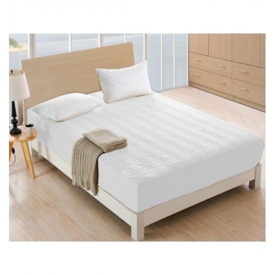 Biely prešívaný napínací chránič na matrac
