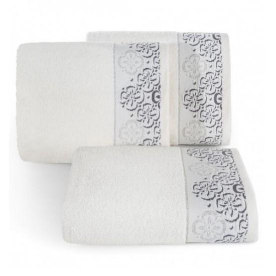 Krémový kvalitný bavlnený uterák s výšivkou kvetov