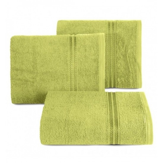 Svetlozelený bavlnený uterák s vyšívaným pruhom