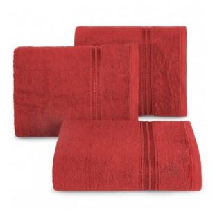 Červený bavlnený uterák s ozdobným pruhom