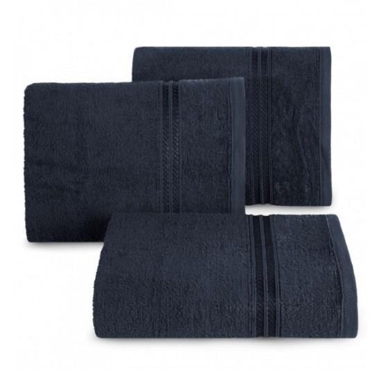 Tmavomodrý jednofarebný bavlnený uterák s ozdobným pruhom