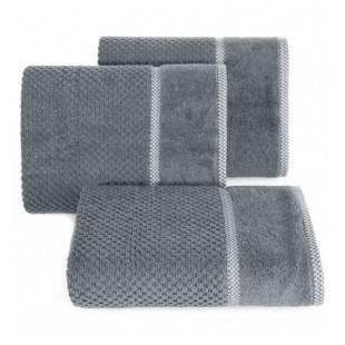 Tmavosivý bavlnený uterák s vyšívanou ozdobnou aplikáciou