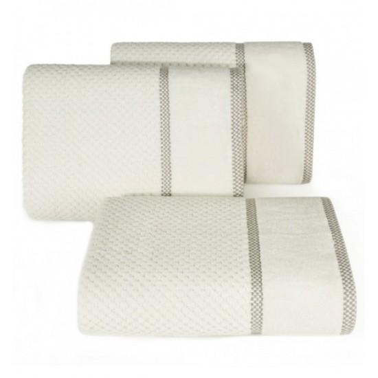 Krémový bavlnený uterák s vyšívanou ozdobnou aplikáciou