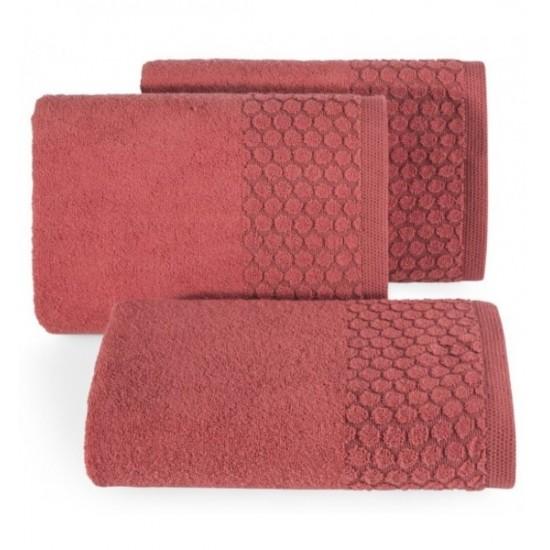 Červený uterák z bavlny s kruhovým vzorom