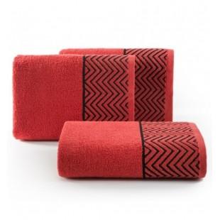 Červený bavlnený uterák s čiernym cik-cak vzorom