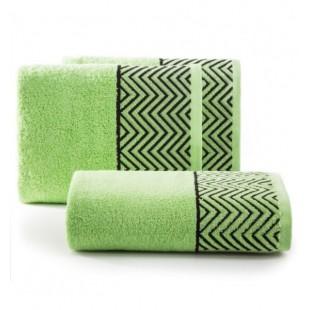 Zelený bavlnený uterák s čiernym cik-cak vzorom