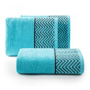 Tyrkysovo modrý bavlnený uterák s čiernym cik-cak vzorom