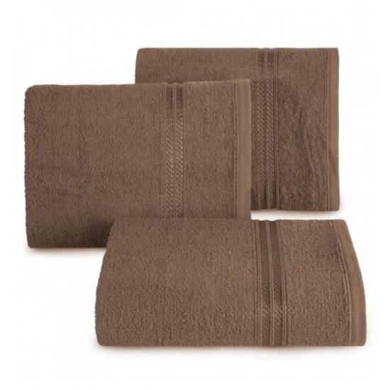 Bavlnený uterák s ozdobným dvojitým pruhom v hnedej farbe