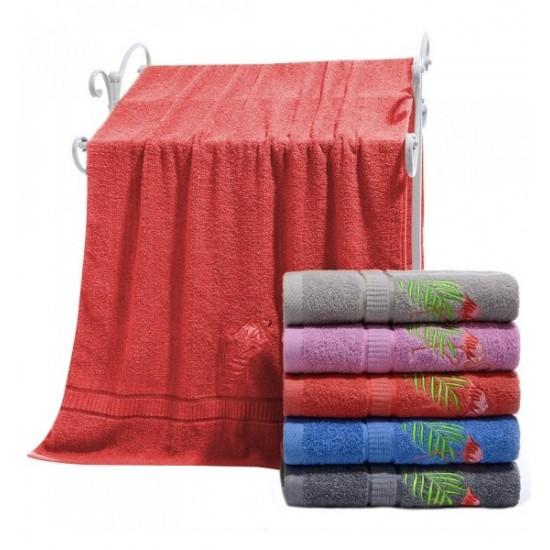 Korálový bavlnený uterák s výšívaným plameniakom