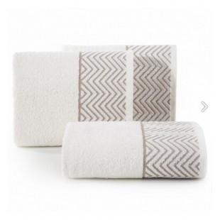 Krémový bavlnený uterák so svetlo hnedým cik-cak vzorom
