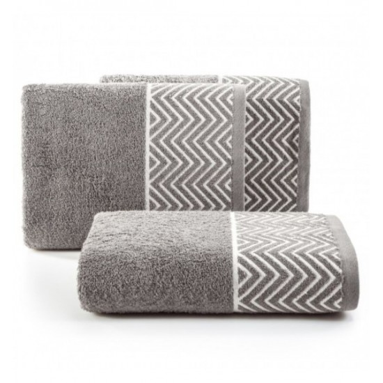 Sivý bavlnený uterák s cik-cak vzorom