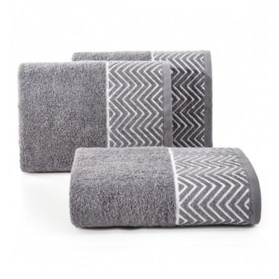 Tmavosivý bavlnený uterák s cik-cak vzorom