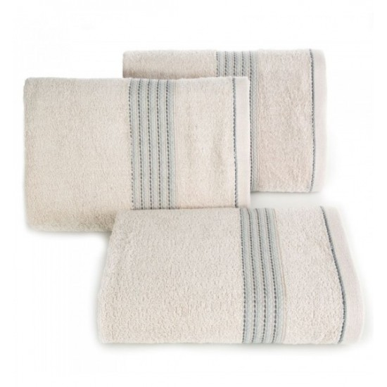 Béžový bavlnený uterák do kúpeľne s výšivkou