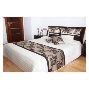 Krémový prešívaný prehoz na posteľ s tmavohnedým ornamentom