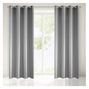 Hladký sivý jednofarebný záves na okno pretkaný striebornou niťou