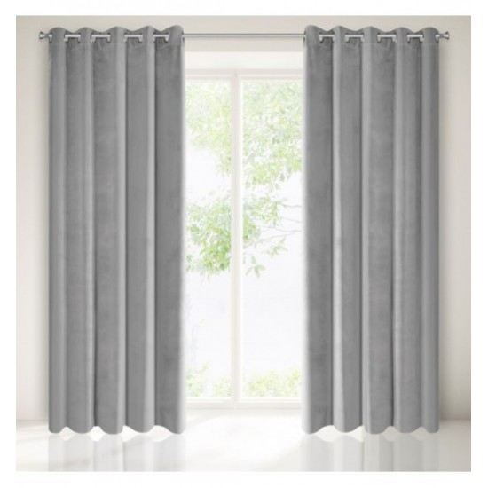 Matný sivý záves na okno