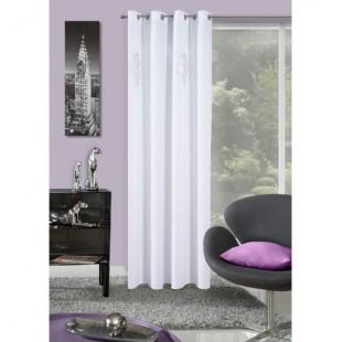 Biely elegantný záves na okno s ozdobnou aplikáciou
