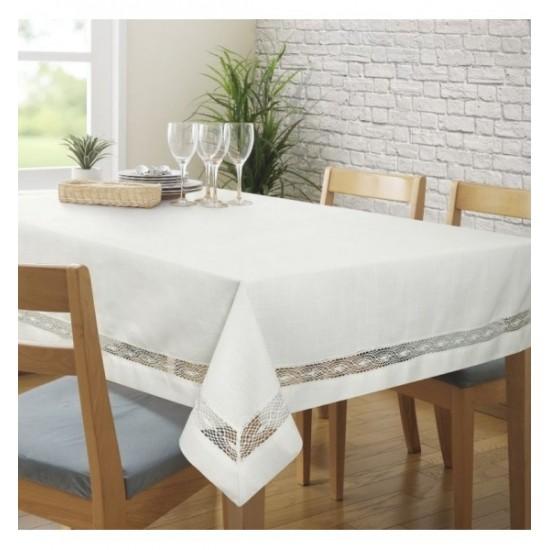 Biely čipkovaný obrus na stôl