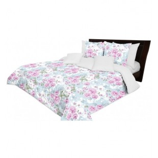 Modro biely prehoz na posteľ s kvetmi