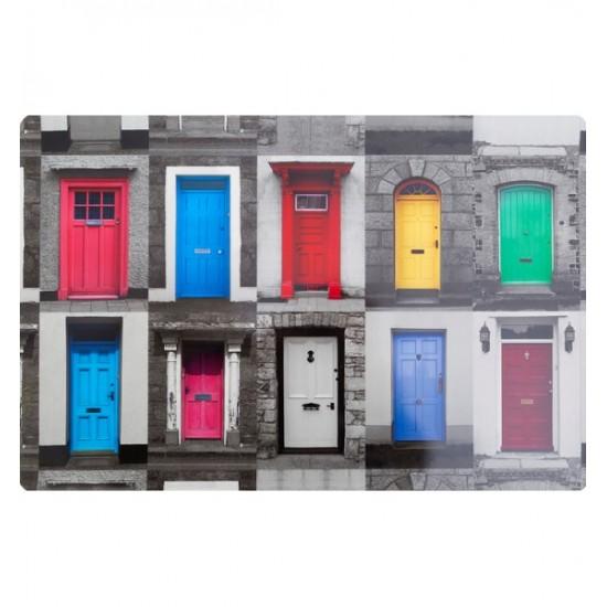 Farebné prestieranie na stôl s motívom dverí