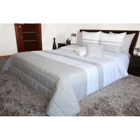 Bielo svetlosivý prešívaný dekoračný prehoz na posteľ