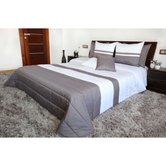 Tmavosivo-biely pruhovaný prešívaný prehoz na posteľ