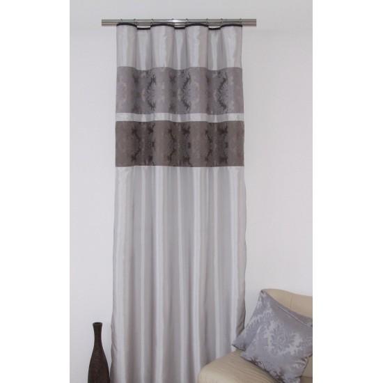 Elegantný sivý záves na okno so vzorom na háčiky