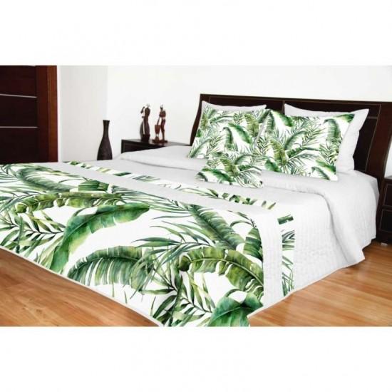 Biely prešívaný prehoz na posteľ so zeleným rastlinným motívom