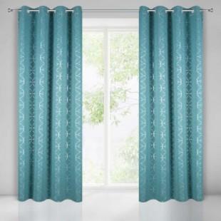 Elegantný modrý záves na okno so strieborným vzorom