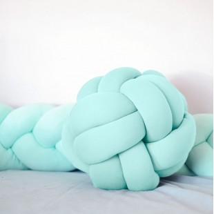 Pletený bavlnený mentolový vankúšik v tvare futbalovej lopty