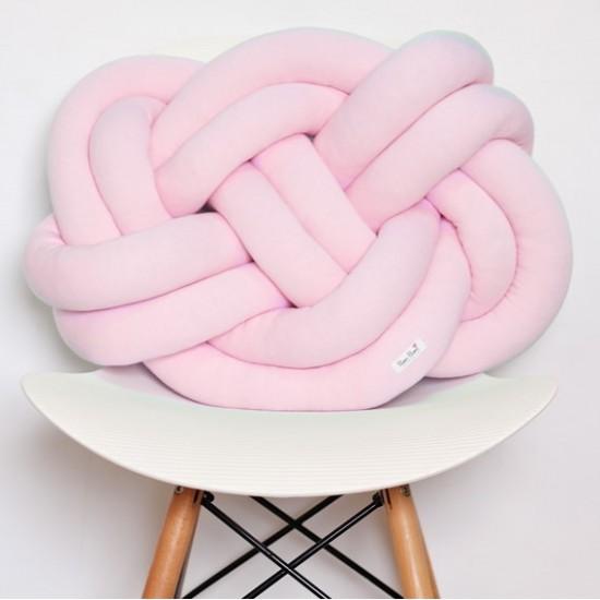 Ružový pletený vankúšik na sedenie