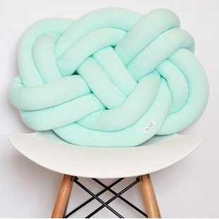 Mentolovo zelený pletený vankúšik na sedenie