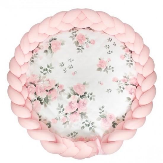Ružová podložka pre deti s kvetinovým vzorom a ružovým ochranným vrkočovým vankúšom